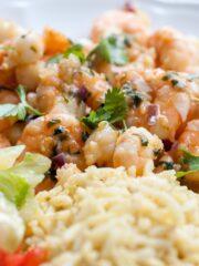 krewetki z ryżem i surówką