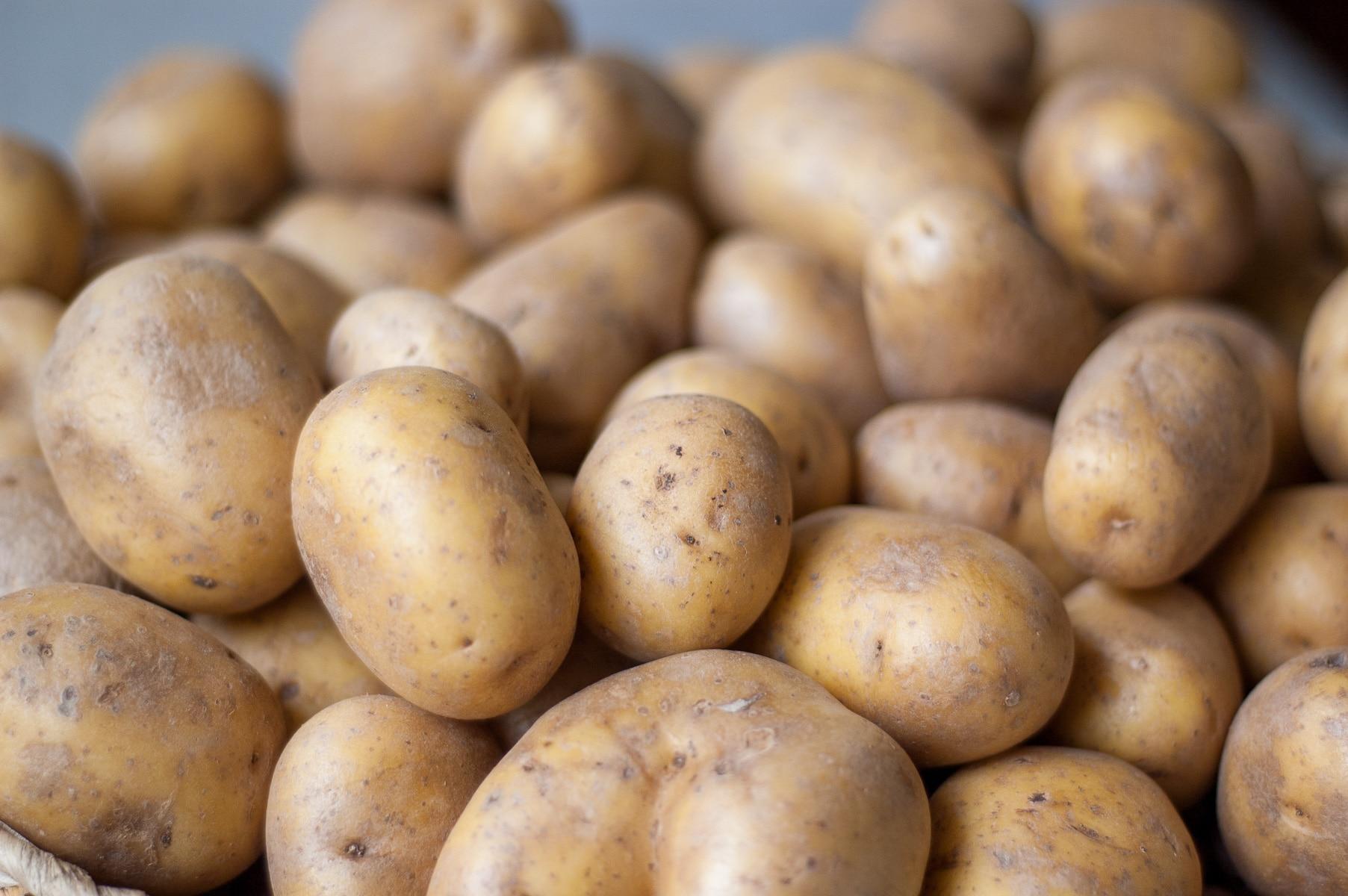 sterta surowych ziemniaków