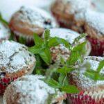 Muffinki z jezynami i swieza mieta