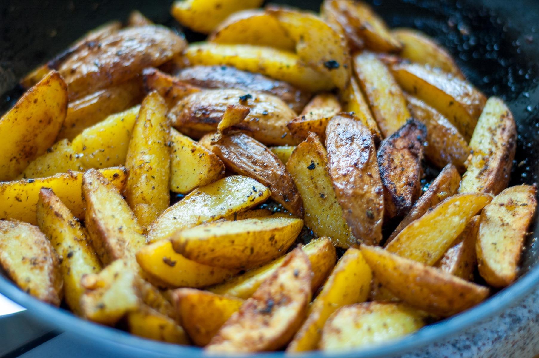 opiekana ziemniaki na patelni