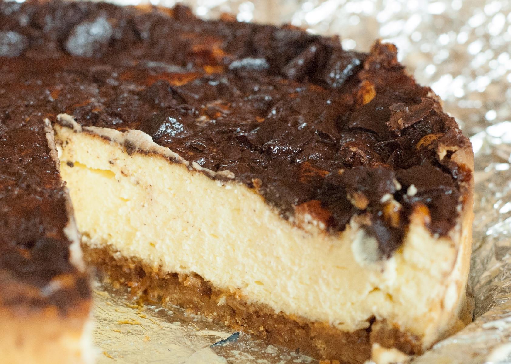 Sernik z nutką imbirową z czekolada na wierzchu