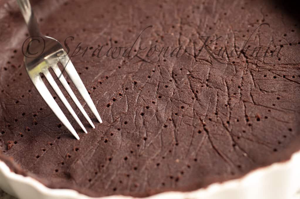 Tarta czekoladowa z malinami