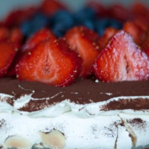 tort bezowy z kremem kawowym