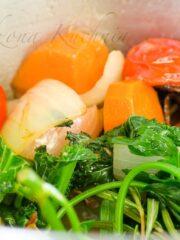 warzywa na bulion duszone w garnku