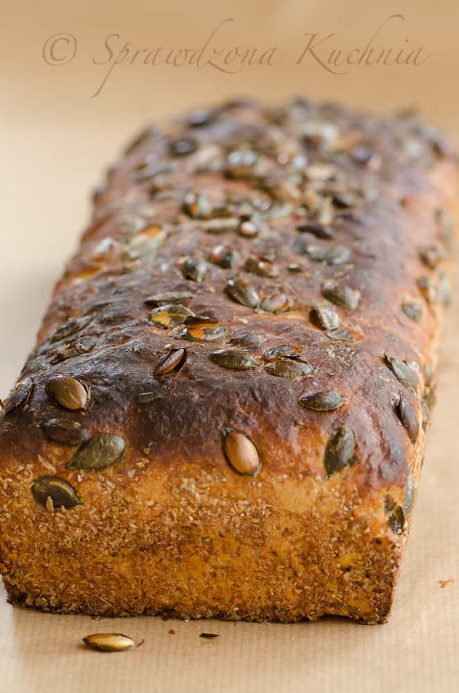 Chleb z prażonymi pestkami dyni