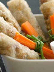 sajgonki miseczce z sosem i warzywami
