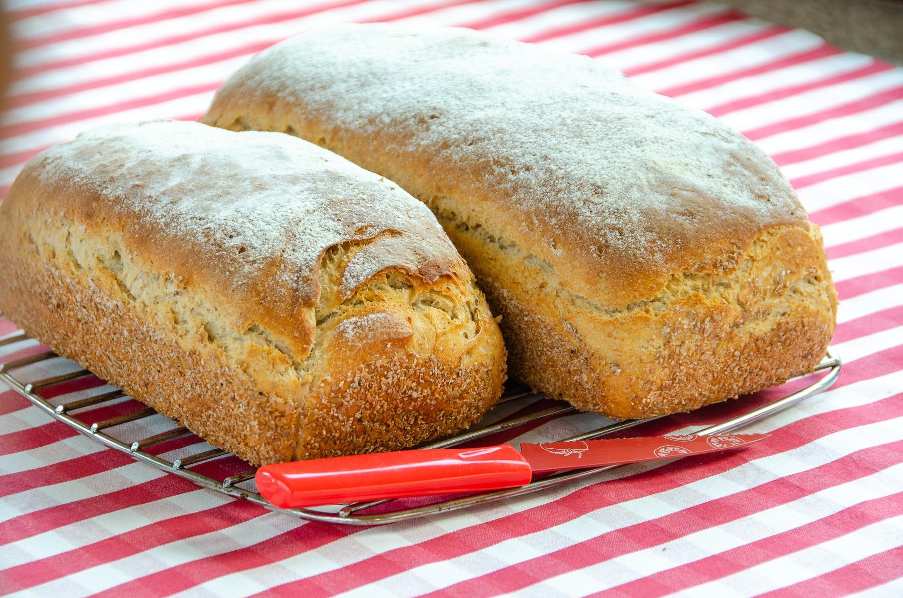 Chleb pszenno żytni Rike Mezker, piękne rumiane bochenki
