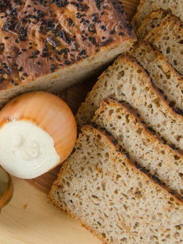 Chleb zytni na zakwasie z prazona cebula