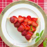 Tarta z kremem truskawkowym