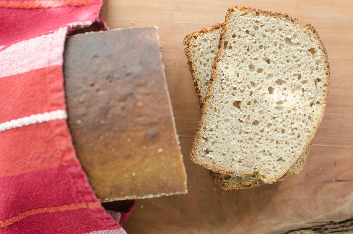 Chleb zytni razowy z ziarnami