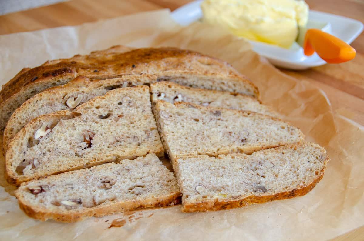 chleb z orzechami wloskimi
