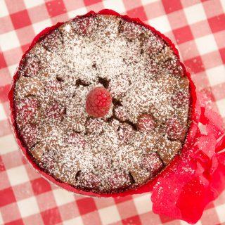 Tarta z malinami w czekoladzie