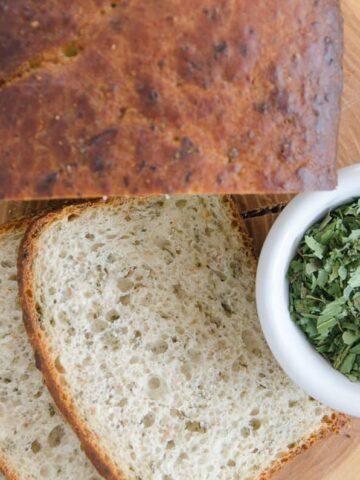 chleb z czosnkiem niedzwiedzim