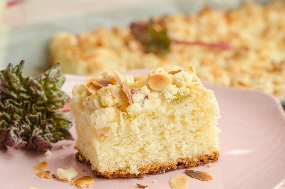 Ciasto drozdzowe z gruszka i rabarbarem