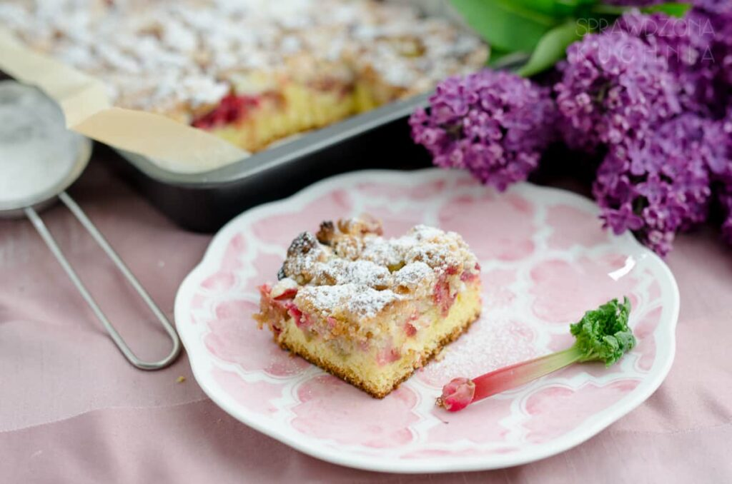 ciasto ucierane z rabarbarem i kruszonka