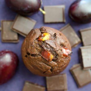 Muffinki czekoladowe ze śliwkami