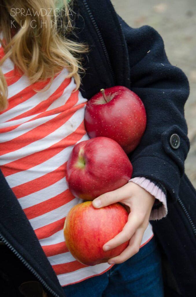 drozdzowe-racuchy-z-jablkami