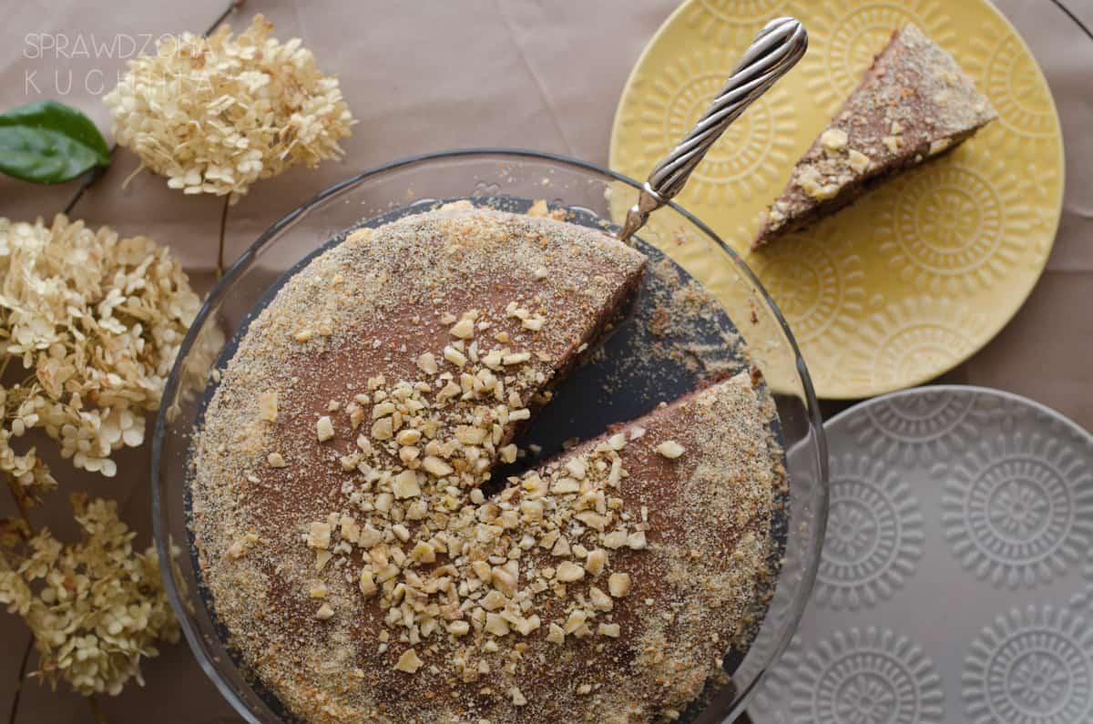 czekoladowy-tort-z-kermem-orzechowym