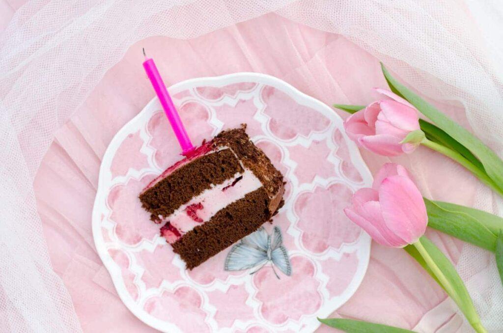 tort z pianka malinowa
