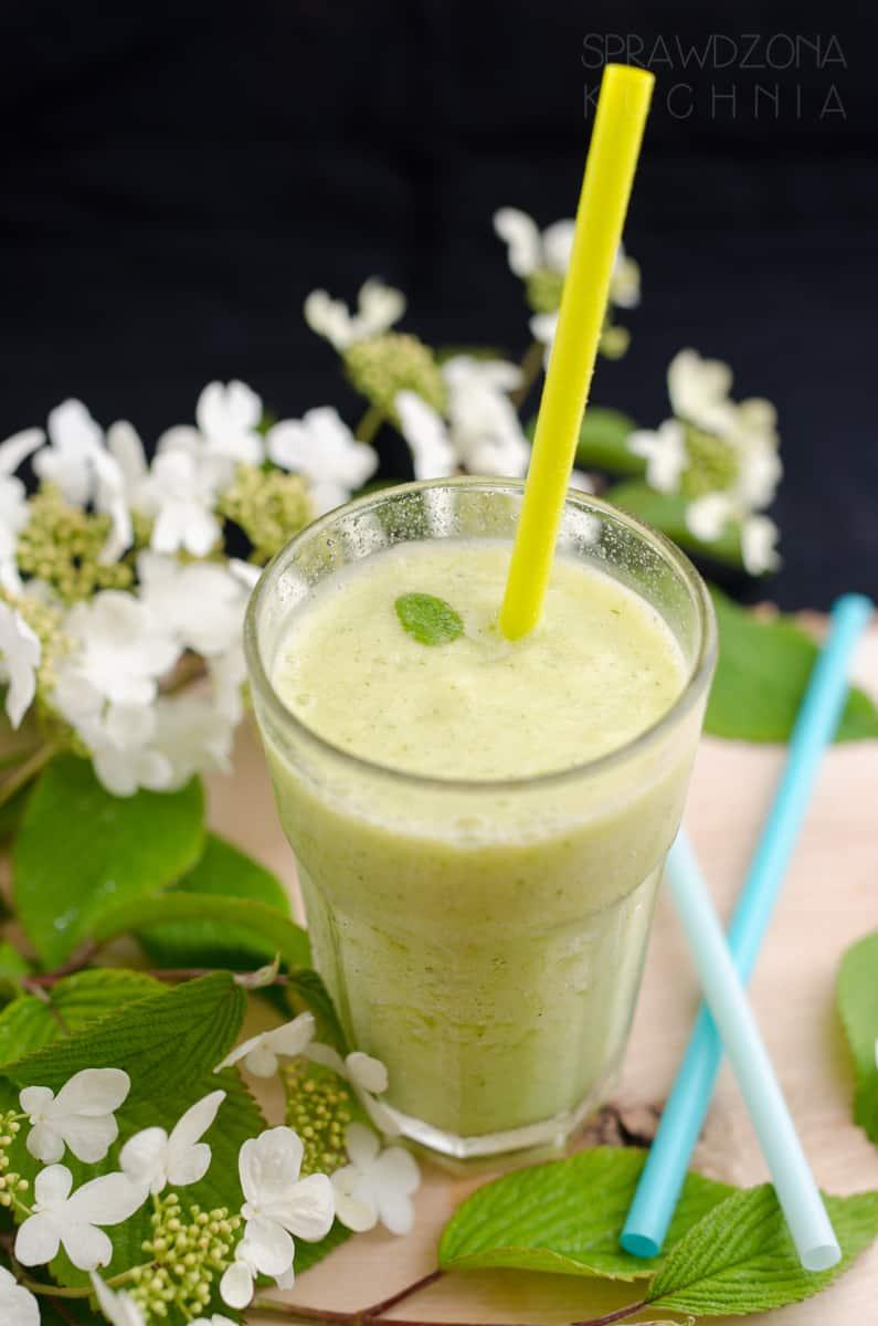 smoothie ziolowo-ananasowy