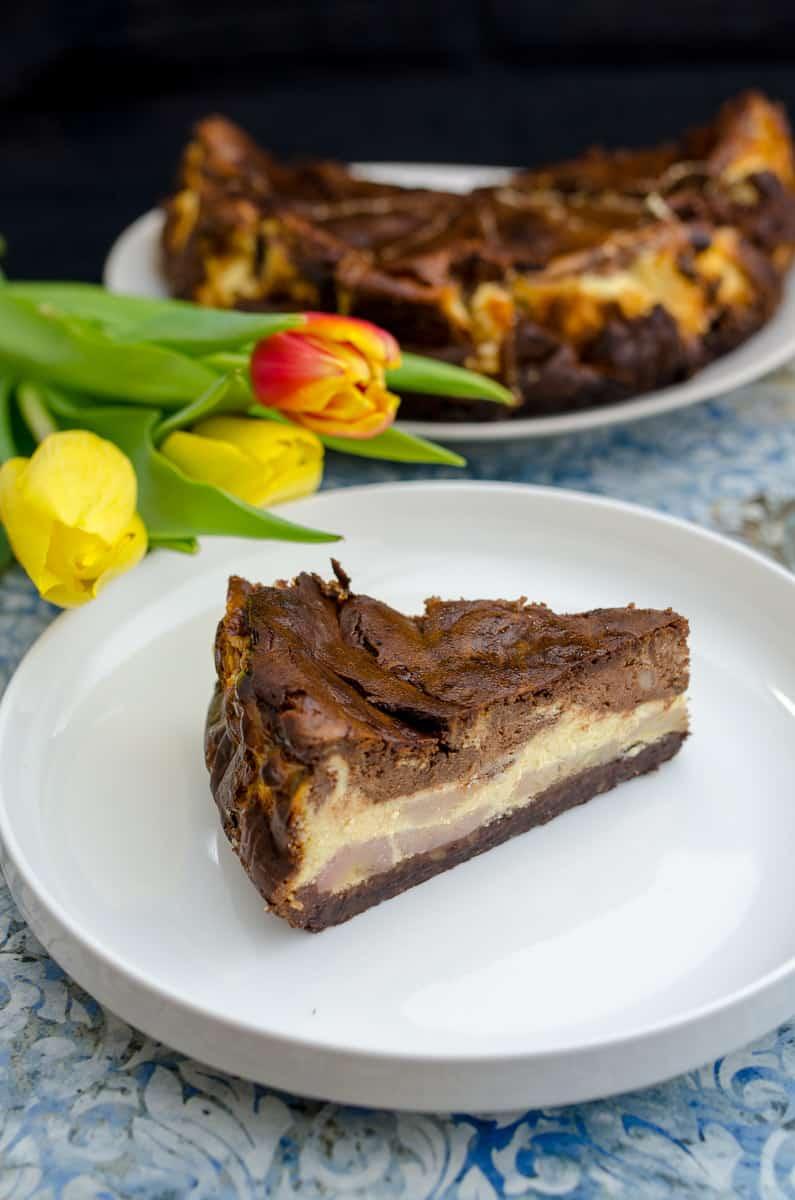 sernik z czekolada i bananami