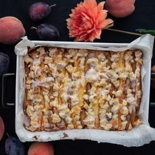 Ciasto brzoskwiniowo-śliwkowe