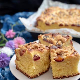 Puszyste ciasto drożdżowe z owocami