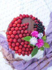 tort-czekoladowo-malinowy
