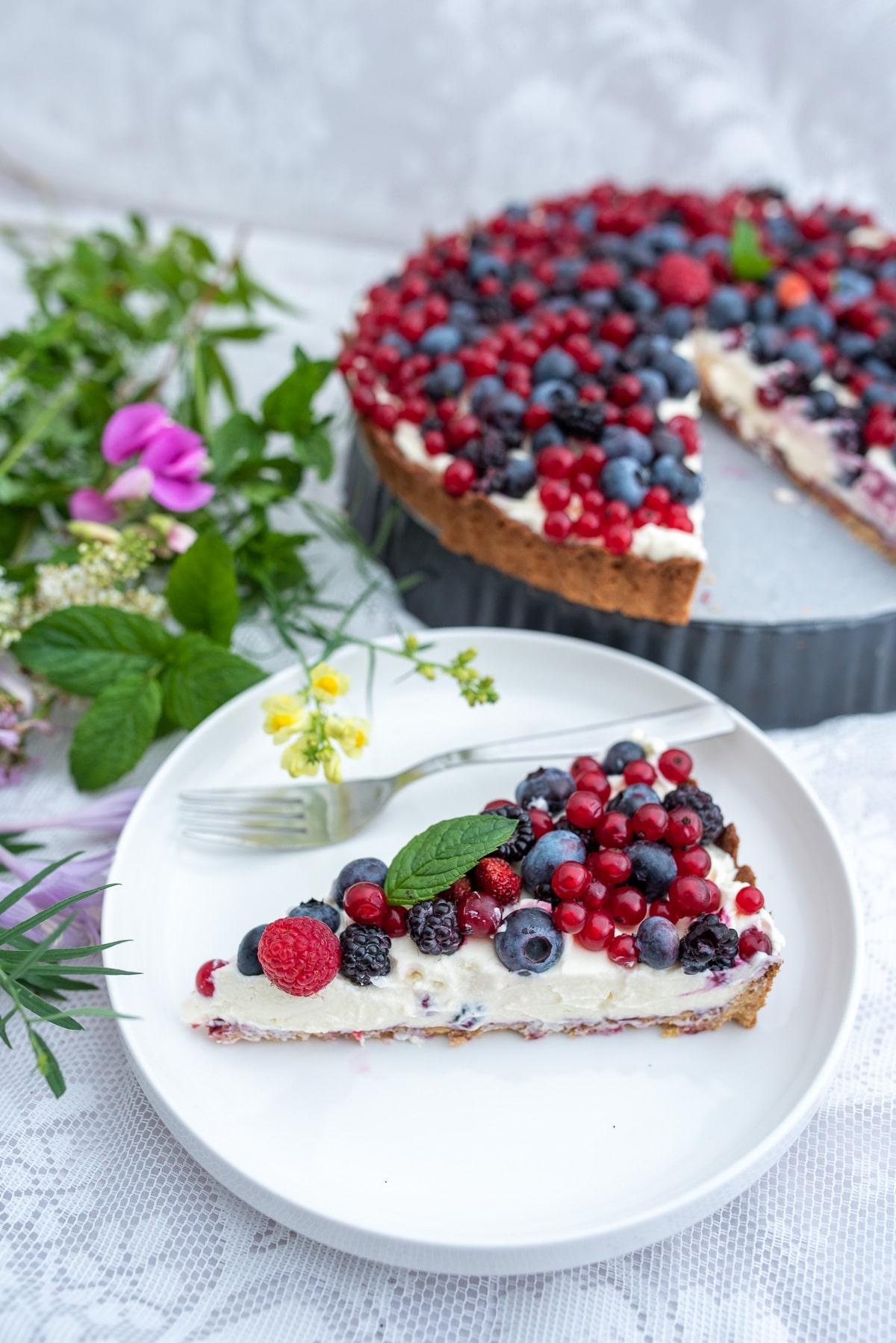 Tarta owocowa bez cukru kawałek ciasta z owocami