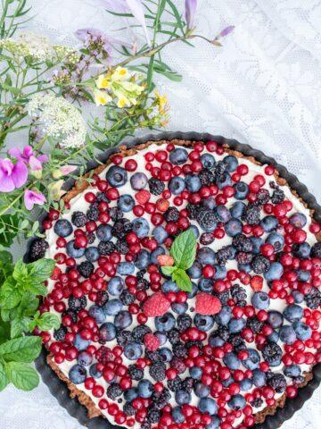 Tarta owocowa bez cukru z kremem mascarpone i owocami